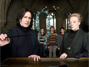 "Wednesday, July 15, 2009 Page D1 HP6D-06331r (L-r) ALAN RICKMAN as Professor Severus Snape, EMMA WATSON as Hermione Granger, RUPERT GRINT as Ron Weasley, DANIEL RADCLIFFE as Harry Potter and MAGGIE SMITH as Professor Minerva McGonagall in Warner Bros. PicturesÌ fantasy adventure ÏHarry Potter and the Half-Blood Prince."" For Jay Stone (Canwest) CNS-MOVIES-HARRY"
