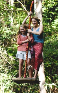 Y04NimsC - For FriMag - NIM'S ISLAND - A young girl named Nim Rusoe (Abigail Breslin - left)inhabits an isolated island with her scientist father Jack Rusoe (Gerald Butler - not shown) and communicates with a reclusive author Alexandra Rover (Jodie Foster - right) of the novel she's reading. When Jack goes missing Alexandra arrives on the island to help Nim and learns to love the island. Based on the book by Wendy Orr and Kerry Millard. Photo credit Fox Walden Films. Maximum width 49.32 picas at 200 dpi. 3/28/08